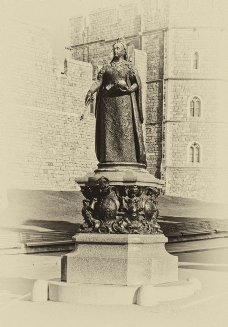Chris Thaxter | Queen Victoria Statue