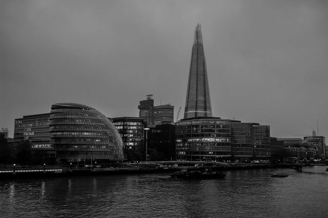 Chris Thaxter | The Shard in black and white