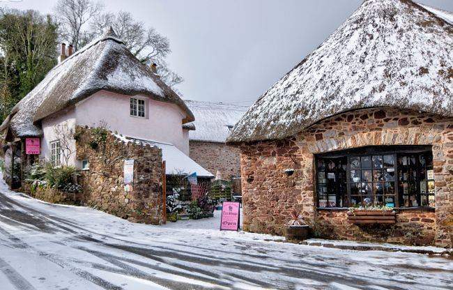 Rosie Spooner | Snowy day at Cockington Village in Torquay