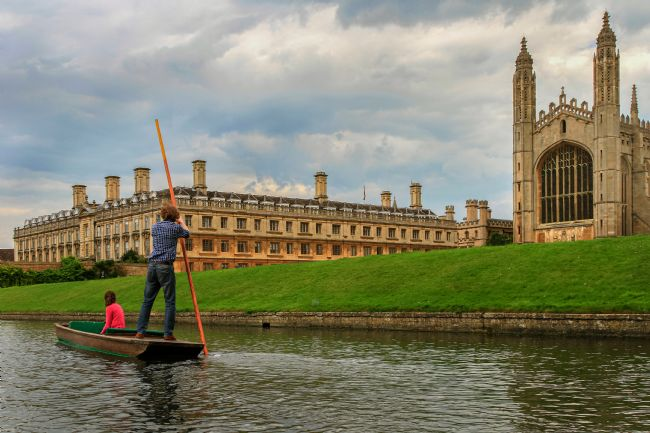 Pauline  Tims | Punting on the Cam at Cambridge UK