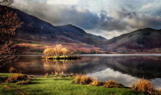 Ceri Jones | Morning light at Crummock Water