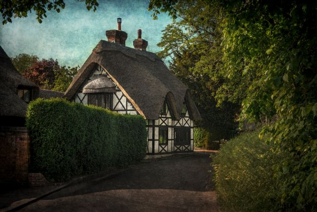 Ian Lewis | A Berkshire Half Timbered Cottage