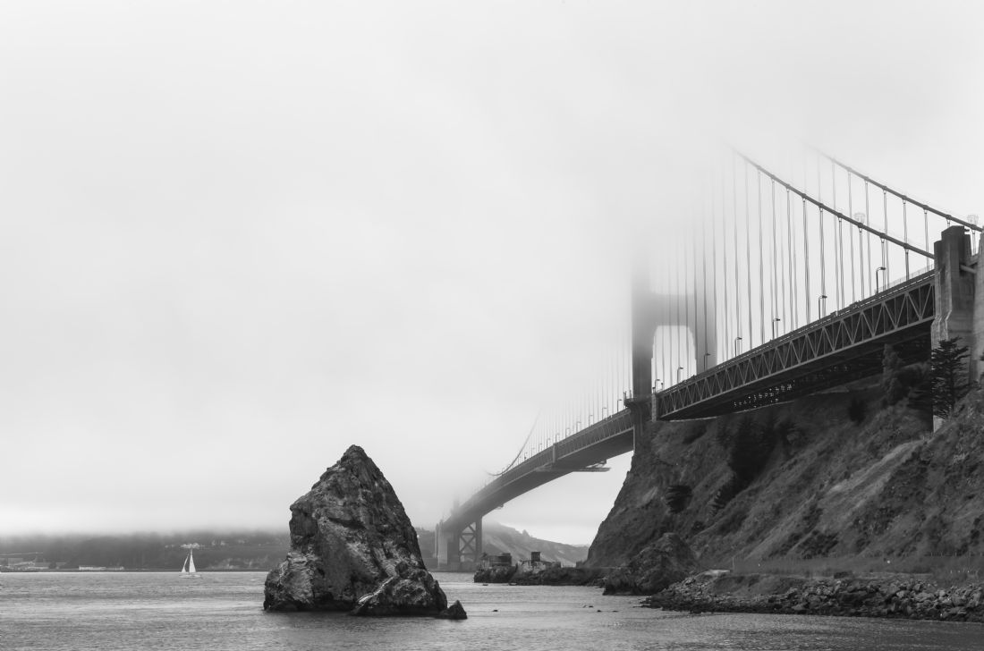 jonathan nguyen | golden gate in fog bw