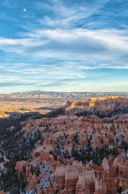 jonathan nguyen | bryce canyon with moon