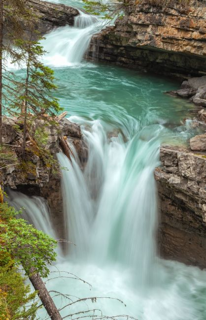 jonathan nguyen | johnston canyon falls 2