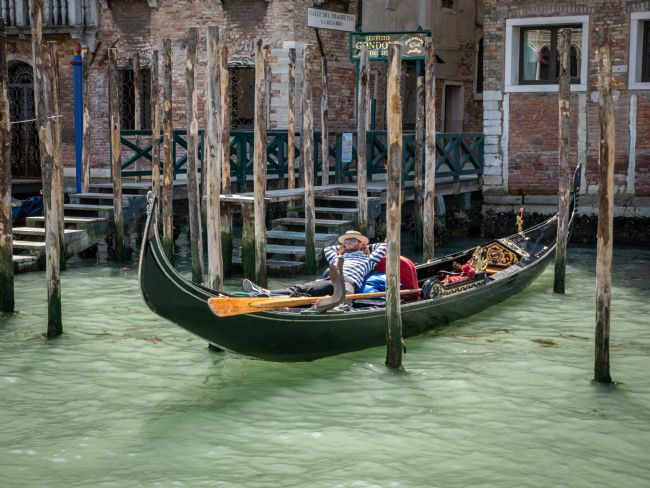 Jon Rendle | Relaxing In Venice