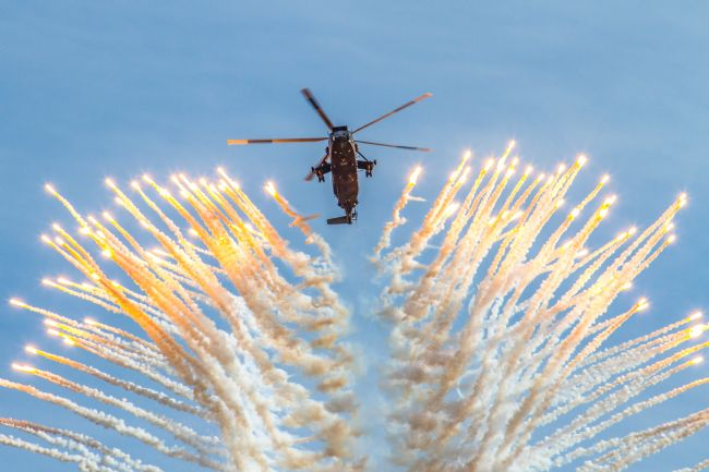 Ken Brannen | Commando Sea King Firing Flares