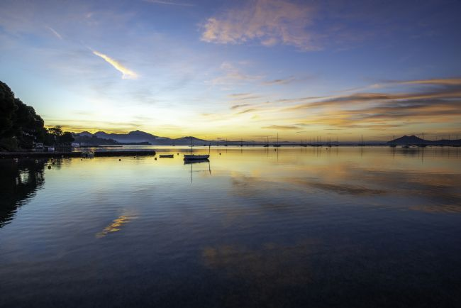 Perry Johnson | Sunrise across the bay of Pollensa