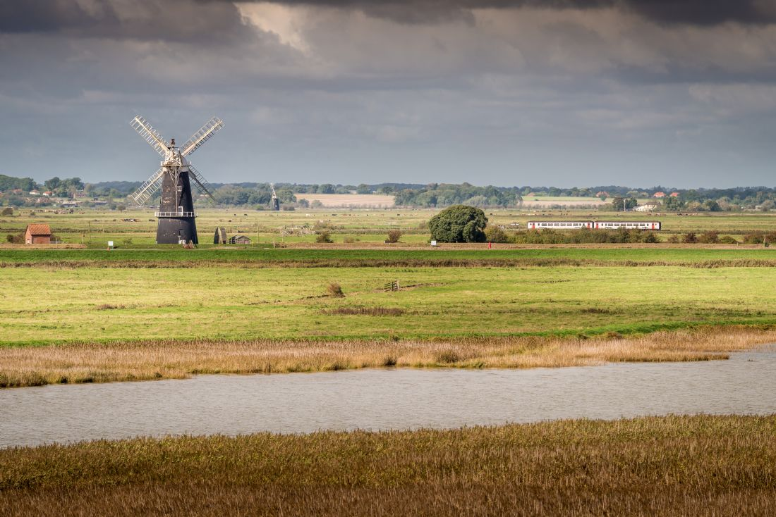 Stephen Mole | Berney Arms windmill and train