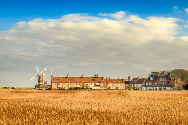 Stephen Mole | Golden early sun at Cley Mill