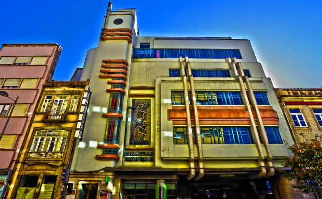 Roz Collins | Art Deco Building, Porto