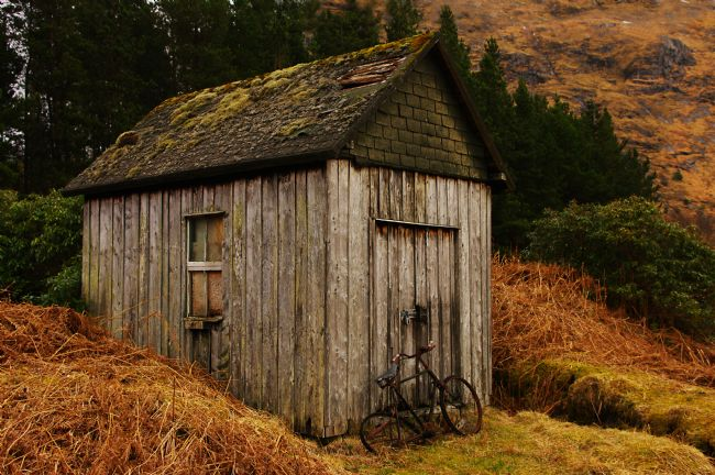 Jacqi Elmslie | Old Bike by Shed Glen Etive