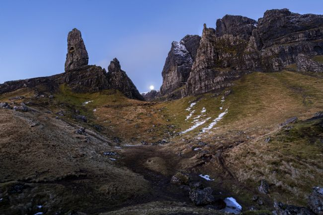 Pete Lawless | The Setting Moon Old Man of Storr