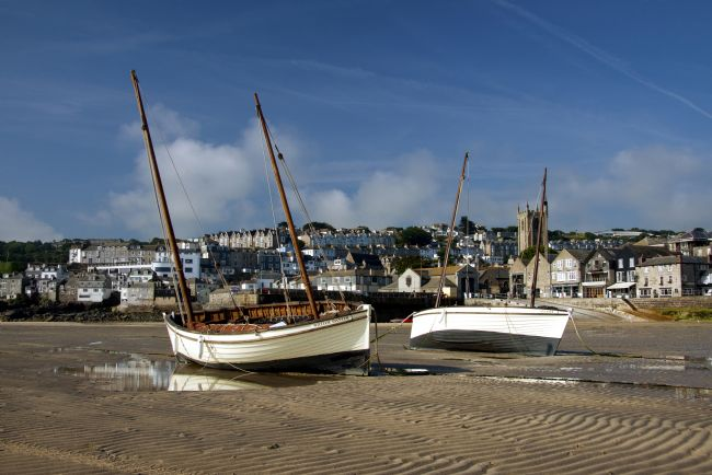Graham Hare | Sailing boats lying on the sand in St Ives harbour