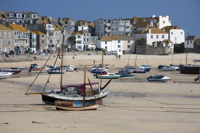 Graham Hare | Boats at low tide in St Ives harbour