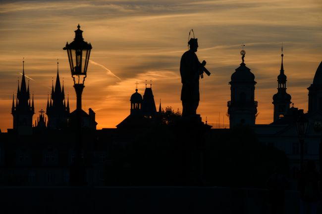 Mike Carroll | Sunrise on the Charles Bridge, Prague