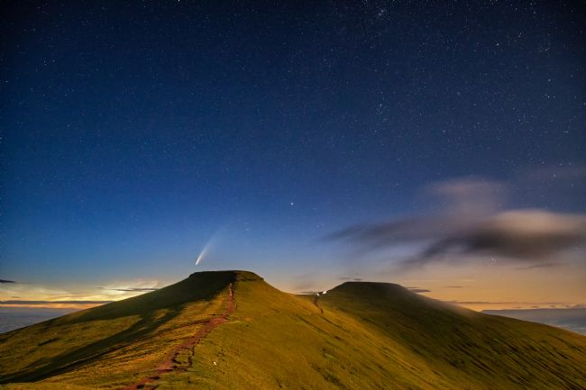 Dan Santillo | Comet NEOWISE over Corn Du and Pen y Fan in the Brecon Beacons