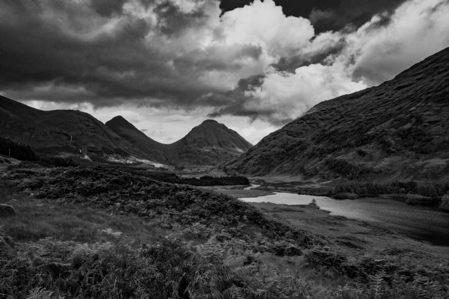 Tom Dolezal | Glen Etive vista, monochrome