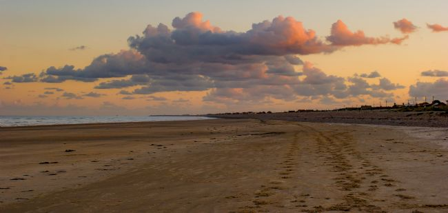 Tom Dolezal | Evening clouds over Dymchurch beach