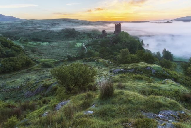 Rory Trappe | Sunrise at Dolwyddelan castle