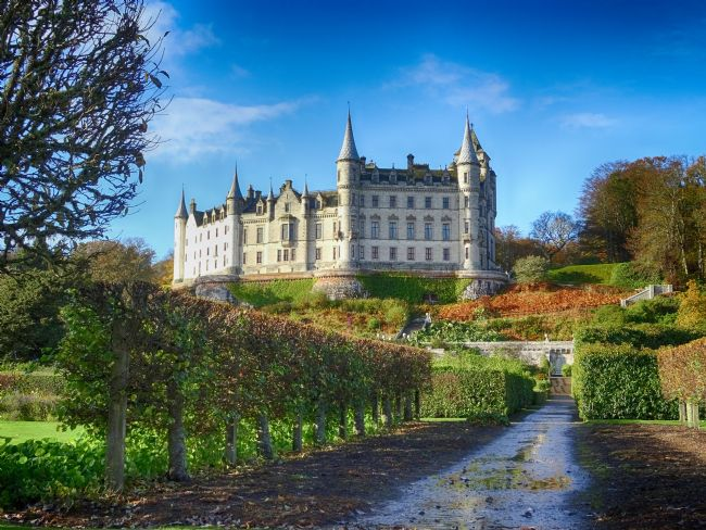 yvonne carroll | Dunrobin Castle near Golspie on the North Coast 500 route