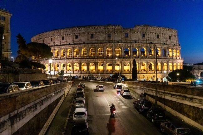 Roger Hollingsworth | Colosseum at night