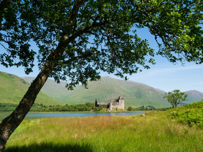 Thomas Dickson | Kilchurn Castle on the banks of Loch Awe.