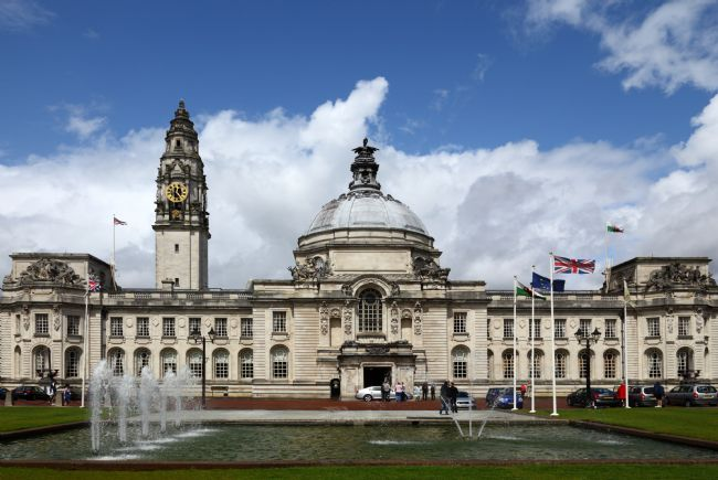 James Brunker | Cardiff City Hall and Fountains