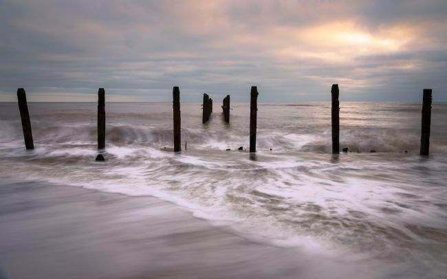David Powley | Dawn on the Beach at Happisburgh Norfolk