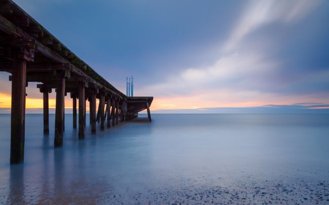 David Powley | Sunrise over Claremont Pier Lowestoft Suffolk