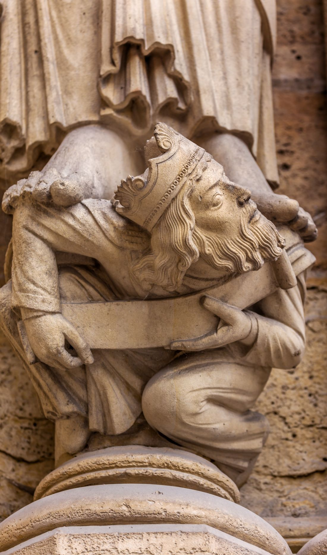 William Perry | Headless King Statue Notre Dame Cathedral