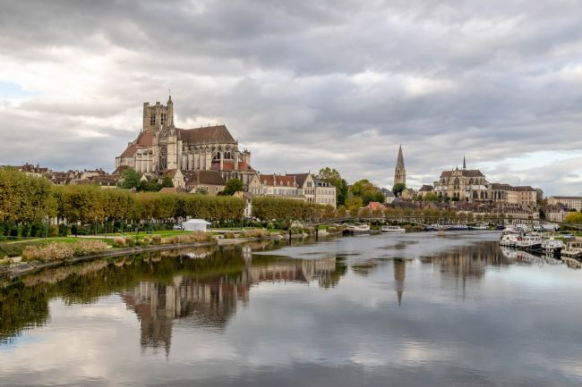 Hannah Temple | River Yonne through Auxerre