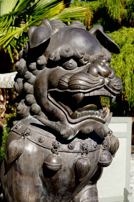 Chris Langley | Lion dogs guarding Buddhist temple entrance