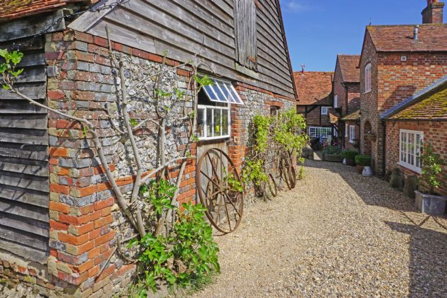 Chris Langley | Farm Courtyard in South Oxfordshire