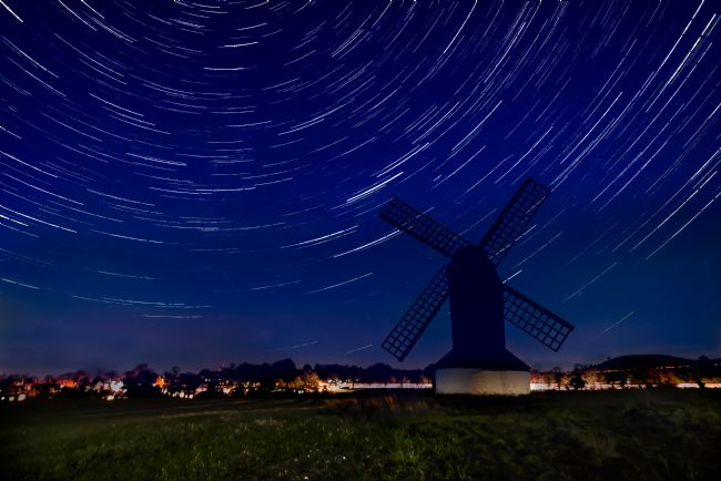Jacovos Jacovou | Pitstone windmill star trails