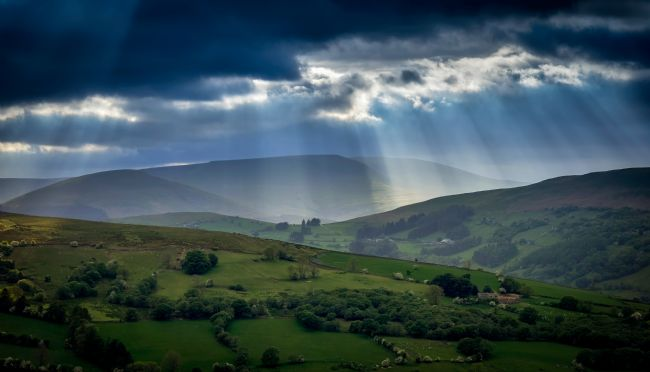 Gordon Maclaren | Gods Rays over the Brecon Beacons