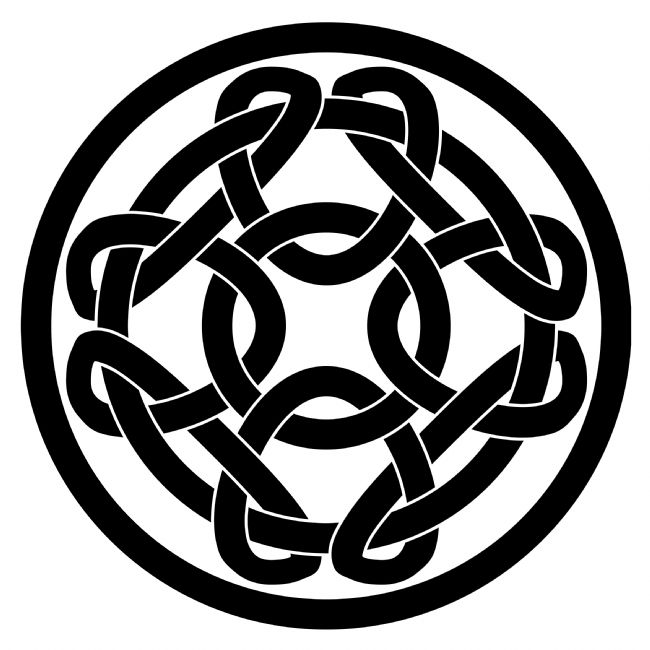 Jane McIlroy | Black Celtic Knotwork Round Motif