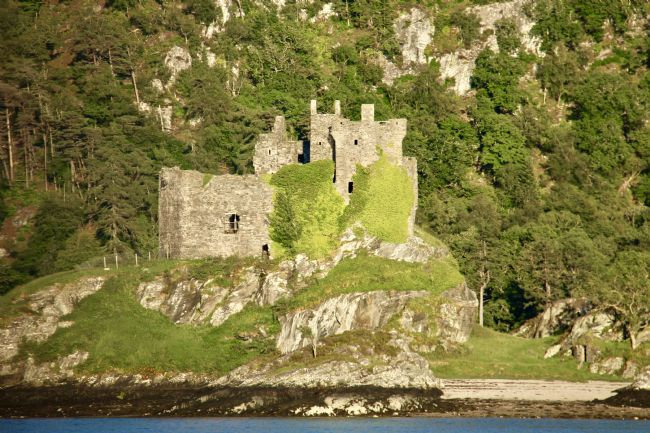 Elvia Worrall | Evening sunlight on Castle Tioram
