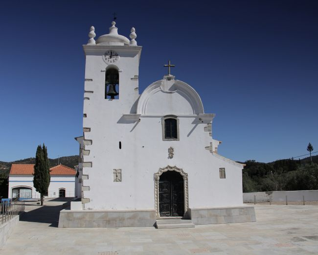 Elvia Worrall | Querença Church Algarve